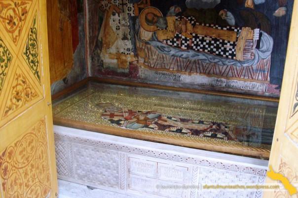 Dionisiu. Mormantul Patriarhului Nifon al C-tinopolului (2), interior