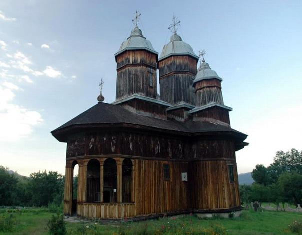 biserica-manastirii-de-la-poiana-marului