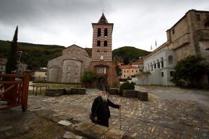 Biserica Protaton, Turnul clopotniţei şi clădirea sfintei Chinotite. Foto via Monastiriaka