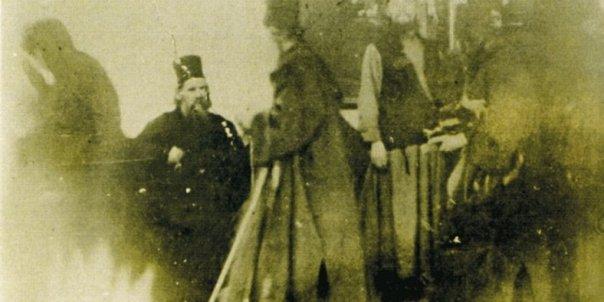 Negativ-fotografie-aparitia-minunata-a-Maicii-Domnului-in-Muntele-Athos