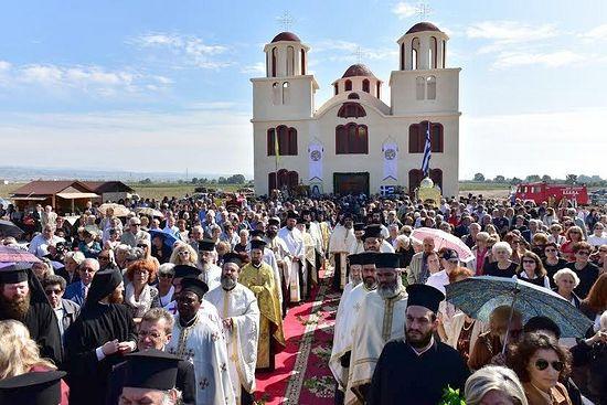prima biserica inchinata sfantului porfirie kavsokalvitul grecia 2015 tarnosire