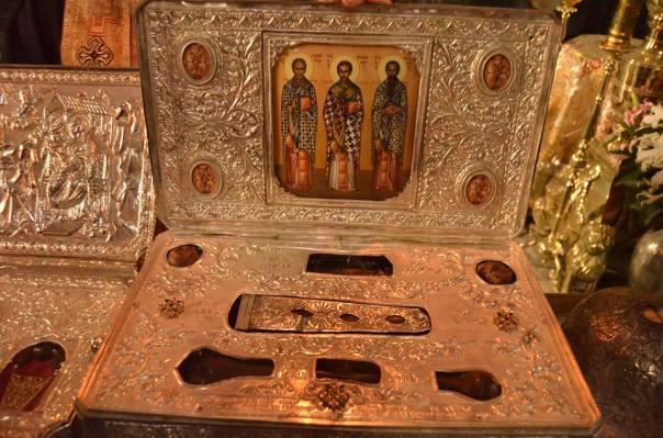 racla-sfintii-trei-ierarhi-man-sfantul-pavel-athos2