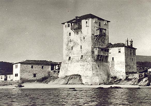 Prosfori-IN-2-Exteriorul-turnului-inainte-de-renovare